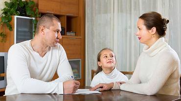 """500 zł na każde dziecko: jak otrzymać świadczenie w ramach programu """"Rodzina 500+"""" także na pierwsze dziecko?"""