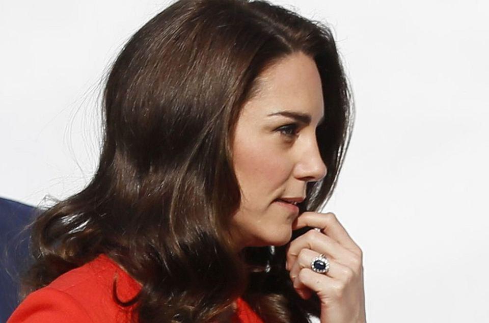 Zdjęcie numer 0 w galerii - Ostatnie zdjęcia księżnej Kate niepokoją. Gdzie się podziała jej pupa? Tak szczupła nie była jeszcze NIGDY