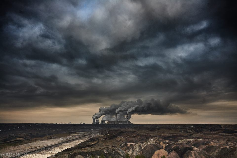 PGE Elektrownia Bełchatów - największa w Europie elektrociepłownia wytwarzająca prąd z wydobywanego na miejscu węgla brunatnego. Kleszczów, 8 stycznia 2016