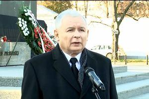 Kaczy�ski pod pomnikiem Pi�sudskiego: S� w kraju si�y, kt�re podwa�aj� polsk� niepodleg�o��