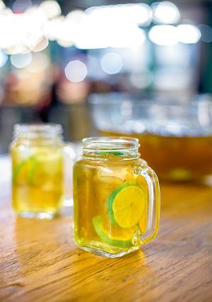 Poncz z zielonej herbaty i limonki (bezalkoholowy)