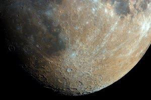 Polak zrobił ze swojego balkonu niezwykłe zdjęcie Księżyca