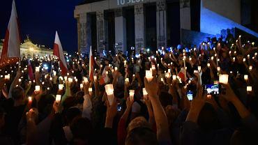 'Łańcuch światła' - protest przeciw pisowskim ustawom ograniczającym niezależność sądownictwa. Warszawa, 16.07.2017