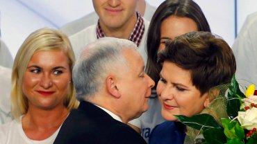 Jarosław Kaczyński i Beata Szydło na wieczorze wyborczym w sztabie PiS