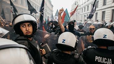 1 maja 2018 r. Policja rozdziela w Warszawie narodowców i blokujących ich marsz Antifę i Obywateli RP
