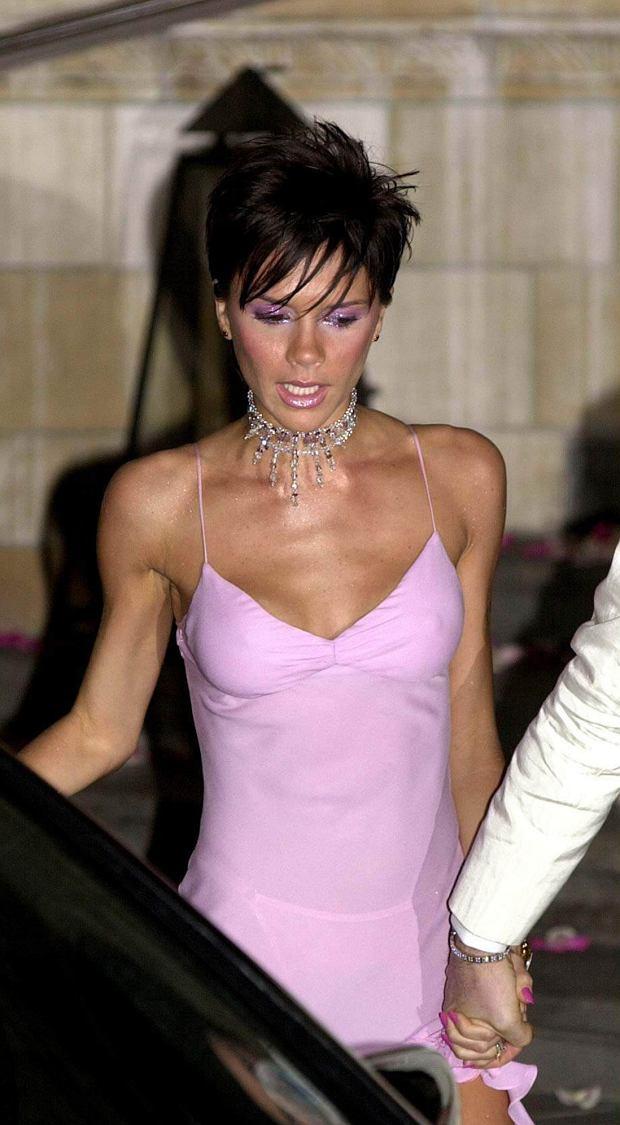 Zdjęcie numer 9 w galerii - David Beckham wybrał najlepszą stylizację Victorii EVER. Koronki? Kusa sukienka? Nic z tych rzeczy