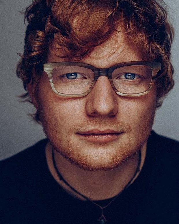 """Ed Sheeran powraca do swoich fanów z nowym singlem - tym razem na temat doskonałości. Młody muzyk cieszy się ogromną popularnością, także wśród polskich odbiorców. Pierwszy singiel """"Shape Of You"""" z nowej płyty Divide, okazał się być hitem tego lata. Teraz Ed Sheeran wychodzi z kolejną propozycją muzyczną. Czy powtórzy swój sukces?"""