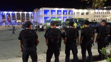 Sztab i pi�karze Legii uciekali z Albanii pod eskort� policji. Uda�o im si� dotrze� na lotnisko