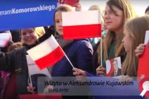 """Komorowski na spotkaniu wyborczym, a na wiecu tłum dzieci. MEN zleca kontrolę. """"Nie powinny być w szkole?"""""""