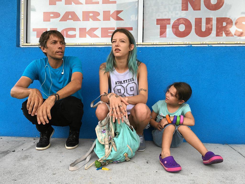 Sean Baker, reżyser filmu 'Florida Project' z  małą Moonee (Brooklynn Prince) i jej mamą Halley (Bria Vinaite). / MARC SCHMIDT