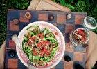 Wst��ki z og�rk�w w sosie pomidorowo-kolendrowym