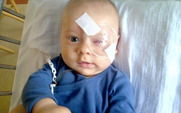Internauci walczą o oko dwuletniego chłopca. NFZ może mu zaoferować tylko amputację
