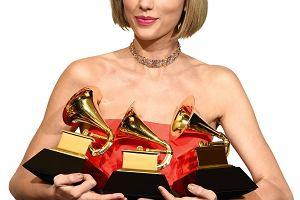 Taylor Swift jako jednoosobowy zesp� weselny. Zagra�a i za�piewa�a dla fana