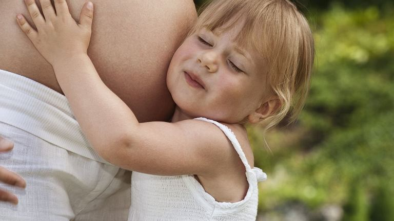 Życie jedynaka zmienia się, gdy na świat przychodzi jego brat lub siostra. Czy możemy przygotować dziecko na pojawienie się rodzeństwa?