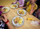 Sprawdzili�my szkolne obiady. Dietetycy alarmuj�: Za t�usto i za s�odko! [ZDJ�CIA]