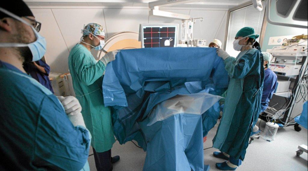 Operacja usuwania glejaka złośliwego (fot. Sebastian Rzepiel/AG)