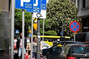 Prezydent chce odda� centrum Katowic pieszym. Niestety, auta wci�� g�r�