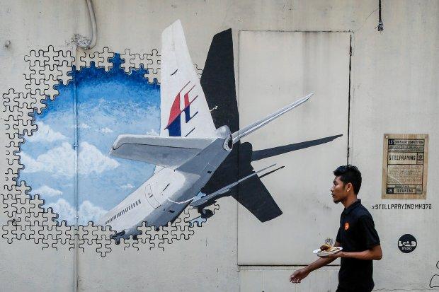 Zaginiony boeing linii Malaysia Airlines. Znaleziono dwa dalsze fragmenty samolotu