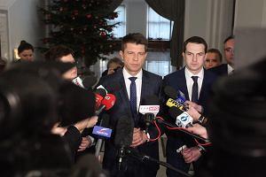 """Petru pojawił się w Sejmie i tłumaczył się z wyjazdu. """"Nieobecność była zaplanowana"""""""