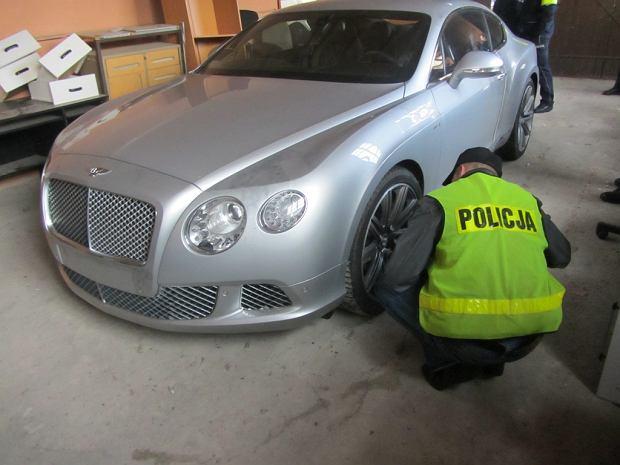 """""""AutoBild"""" opisuje triki polskiej mafii samochodowej w Niemczech: sie� dystrybucji, sposoby kradzie�y"""