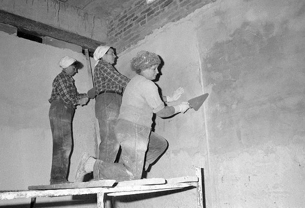 Kobiety pracujące jako murarki, Warszawa, 1992.