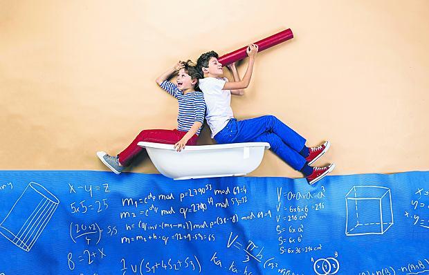 Wraz z ośmioklasową podstawówką wyleciały funkcje, twierdzenie Talesa, wzory skróconego mnożenia, wektory, trygonometria, przekroje brył, kąty w przestrzeni, konstrukcje geometryczne.  Teraz wraz z gimnazjum wylatują układy równań, figury podobne, nierówności, pojęcie potęg o wykładniku ujemnym, bryły obrotowe