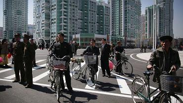 W kwietniu w Pjongjangu z pompą otwarto bulwar Riomjong okolony błyszczącymi wieżowcami. To symbol ostatniej fali rozwoju kraju pod patronatem Kim Dżong Una