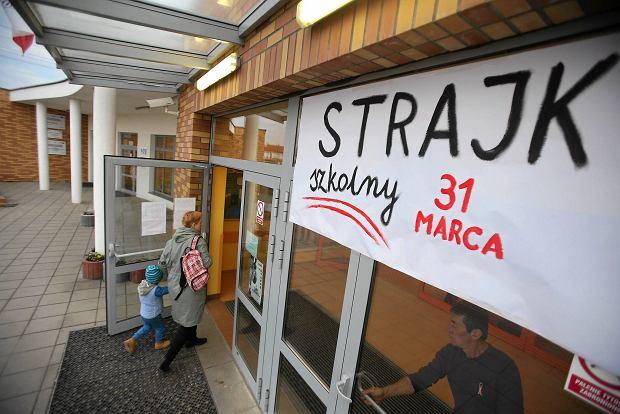 Strajk nauczycieli w Szczecinie. Część szkół się wycofała. W innych rodzice nie przyprowadzili dzieci