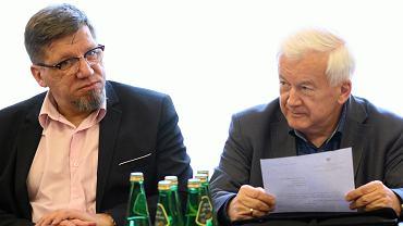 Przewodniczący KRRiTV Witold Kołodziejski i Janusz Kawecki, członek KRRiTV podczas posiedzenia sejmowej Komisji Kultury i Środków Przekazu, 22.03.2017.