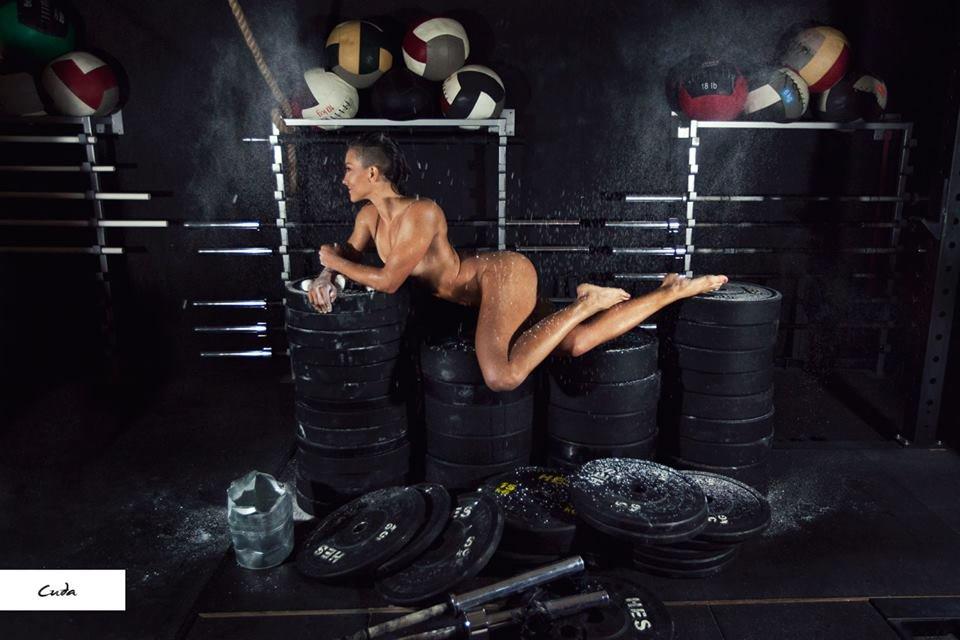 Zdjęcie numer 13 w galerii - Rozebrane atletki. Naga fotografia sportowa Dominiki Cuda