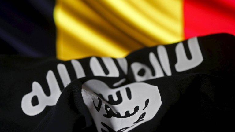 Flaga tzw. Państwa Islamskiego na tle belgijskiej flagi