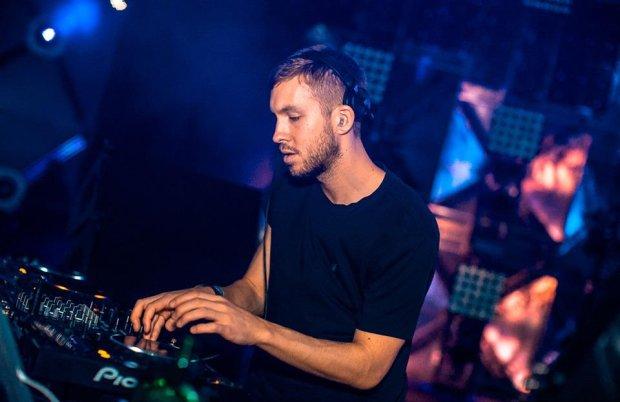 """3 listopada ukaże się nowa płyta Calvina Harrisa. Szkocki producent ujawnił gości, którzy pojawią się na albumie """"Motion""""."""