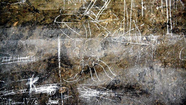 XVIII-wieczne graffiti i napisy w kościele Uniwersyteckim we Wrocławiu