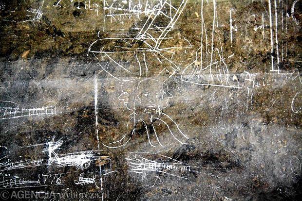 XVIII-wieczne graffiti i napisy w ko�ciele Uniwersyteckim we Wroc�awiu
