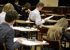 Efekt e-oceniania. 900 tys. zada� z egzaminu gimnazjalnego sprawdzono w dwa dni