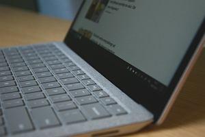 Microsoft i Qualcomm szykują rewolucję w laptopach. Kilka dni na jednym ładowaniu