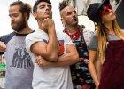 DNCE i Nicki Minaj całują obcych