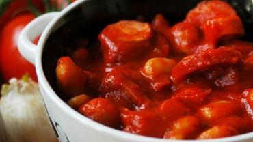 Prosta fasola po bretońsku w gęstym pomidorowym sosie - przepis blogera