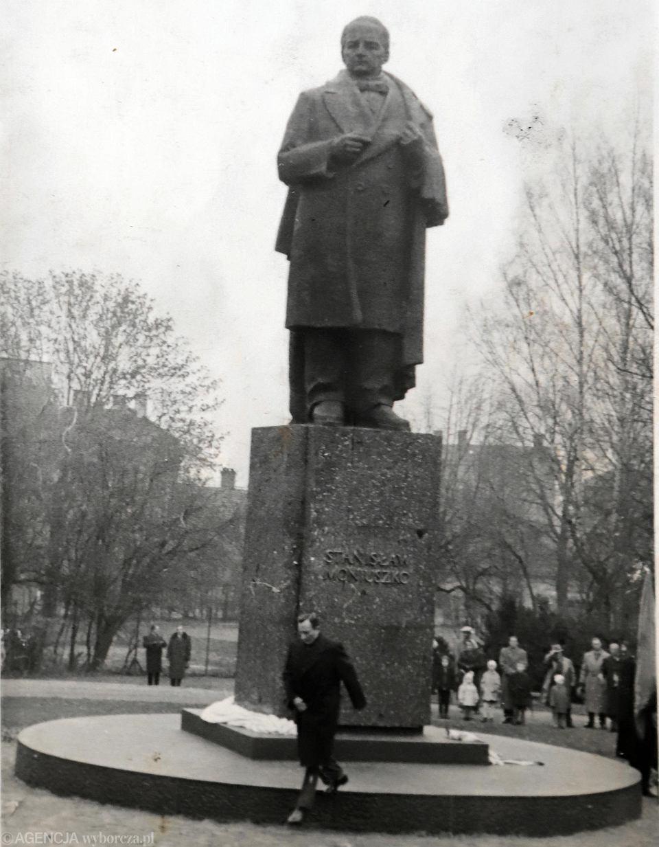 Pomnik Stanisława Moniuszki w parku podjasnogórskim. Zdjęcie z archiwum rodzinnego