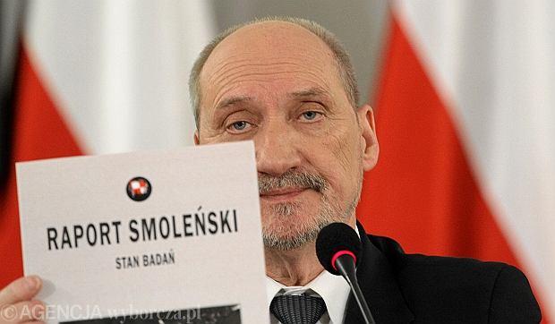 Znalezione obrazy dla zapytania macierewicz smoleńsk