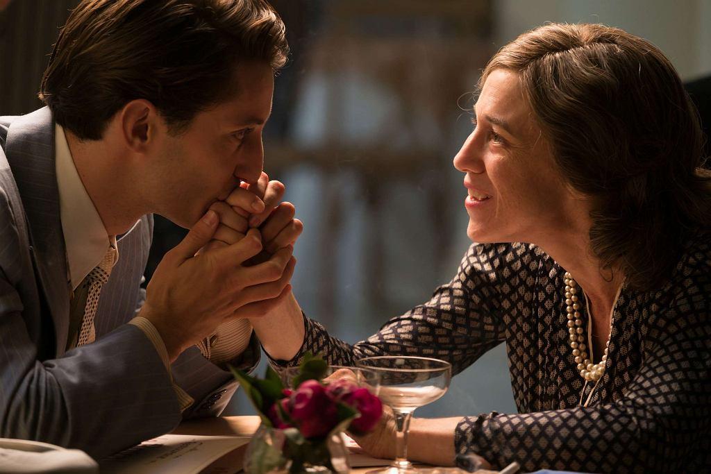 Pierre Niney i Charlotte Gainsbourg  w filmie 'Obietnica poranka' / Aurora Films