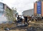 Rolnicy zablokowali instytucje unijne. W ruch posz�y jajka, siano i kostka brukowa