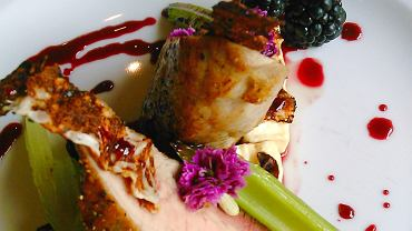 Polędwiczka wieprzowa z fetą i sosem ze świeżych jeżyn