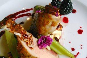Pol�dwiczka wieprzowa z fet� i sosem ze �wie�ych je�yn