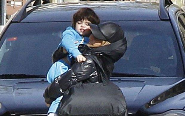 Niecałe trzy miesiące temu Shakira urodziła drugiego syna - Sashę. Od tamtej pory unika publicznych wyjść, ale fotoreporterom udało się ją spotkać.