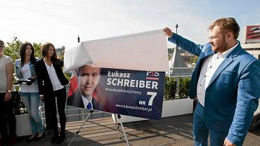 Łukasz Schreiber zainaugurował kampanię wyborczą w 2015 na dachu hotelu Sepia. Pomagał mu przyjaciel Rafał Piasecki.