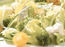 Sałata z sosem czosnkowym - ugotuj