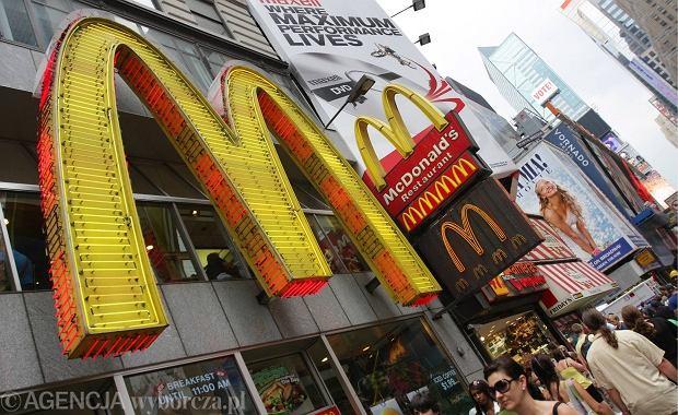 McDonald w Rosji znów ma kłopoty. Służba sanitarna sprawdzi, czy sieć podaje klientom skażony ser