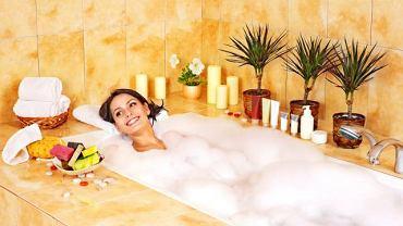 Codzienna godzinna kąpiel w wannie może zmienić niekorzystnie stan skóry, jeżeli nie idą za tym higieniczne działania naprawcze