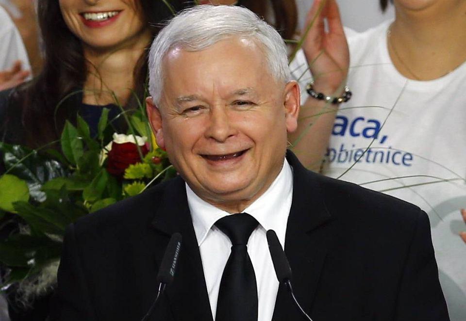 Jarosław Kaczyński na wieczorze wyborczym w sztabie PiS